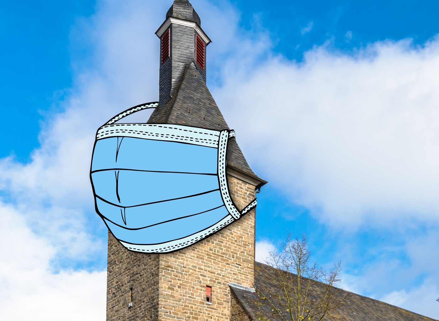 Kirchturm mit Maske